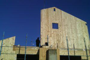 Case in legno fase di innalzamento
